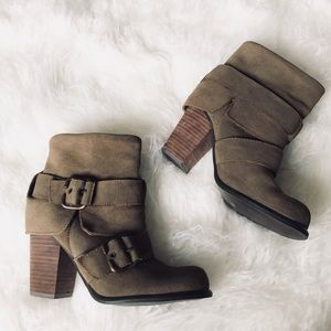 Steve Madden / Olive Buckled Chunky Heeled Booties